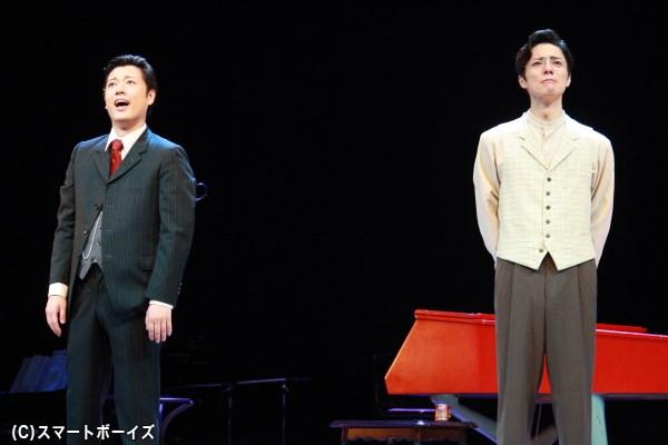実在の音楽家、岡野貞一(左・原田優一さん)と瀧廉太郎(右・和田琢磨さん)の友情を唱歌とともに描く音楽劇
