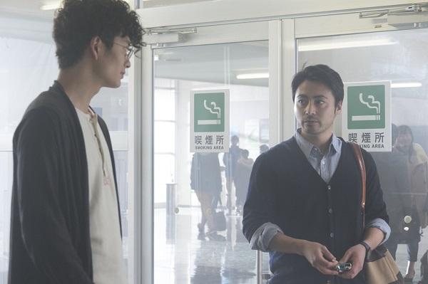 空想クリエイター系男子・隆良役の岡田将生さんと達観先輩系男子・サワ先輩役の山田孝之さん。