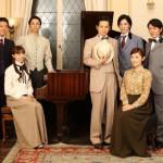 滝廉太郎役の和田琢磨さん、岡野貞一役の原田優一さんらが唱歌を歌う音楽劇