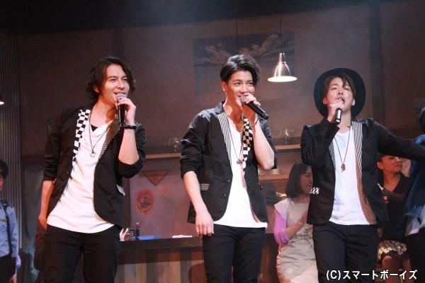 三人が歌う歌唱シーンも見どころの一つ。もちろん生歌です!