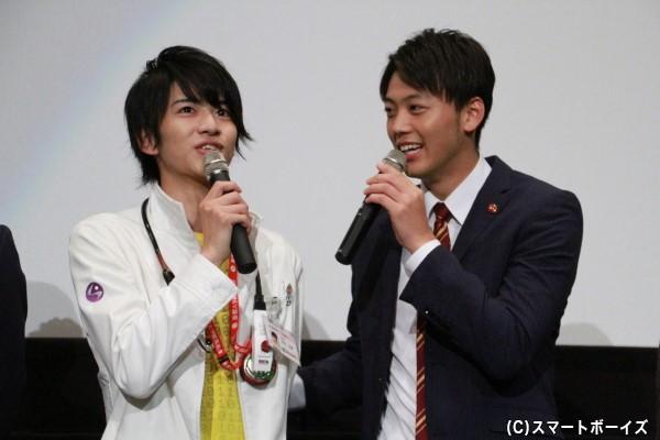 緊張が続く飯島さんに先輩ライダーの竹内さんがやさしくフォロー