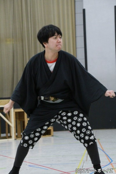 浮橋役の石井智也さん