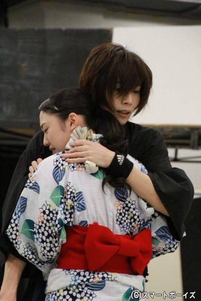 染谷さんと加藤梨里香さんが抱くシーンも