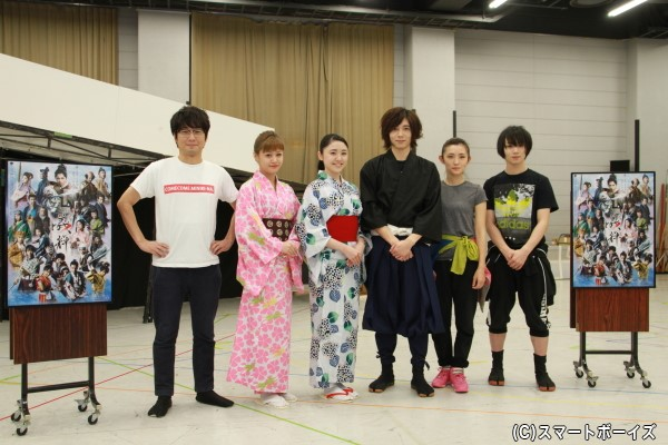 (左より)山崎樹範さん、新垣里沙さん、加藤梨里香さん、染谷俊之さん、星野真里さん、植田圭輔さん