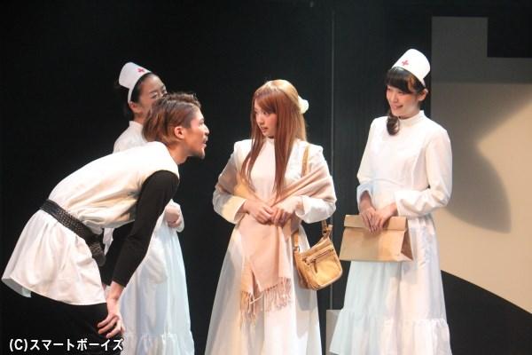 見習い看護師・エレンに変装したジュリアンナを、教会の門番・サム(船木政秀)やマーサ寮長は歓迎するが――