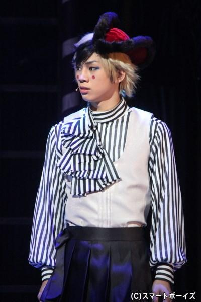 ダガー役の三津谷 亮さん。2000年・2004年一輪車世界大会1位の実力をステージでも披露!