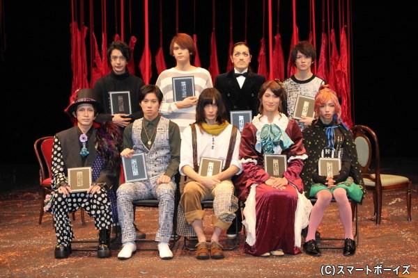 (前列左より)松田洋治さん、伊勢大貴さん、村田充さん、足立英昭さん、水澤賢人さん (後列左より)松本寛也さん、石井マークさん、ROLLYさん、小西成弥さん