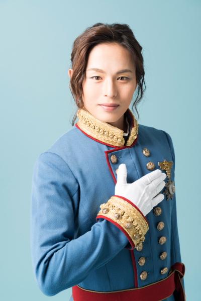 荒木宏文さんas ケント ドラン公国の王子。心美しい若者で、海への憧憬が深い。