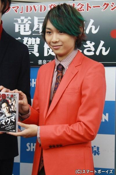 組織の一員である快楽殺人鬼・アカ役に挑んだ須賀健太さん