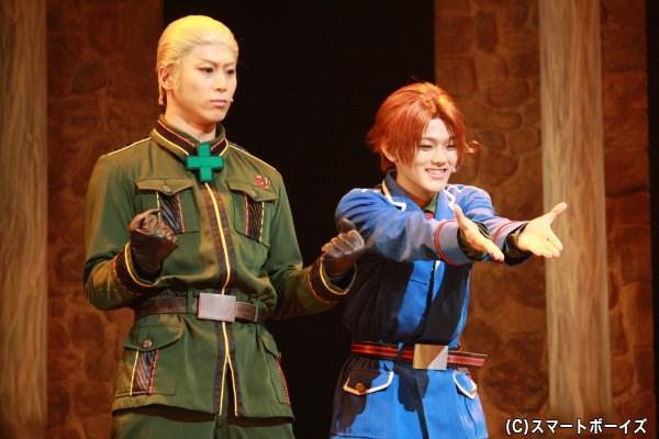 (左から)ドイツ役の上田悠介さん、イタリア役の長江崚行さん