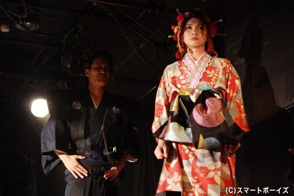 (写真右)姫姿で女形を務める、照姫(てるひめ)役の神谷光さん