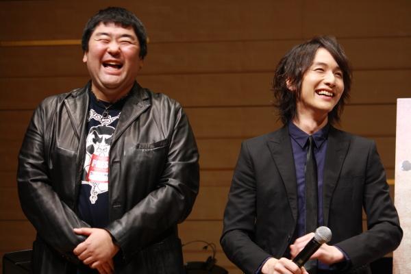 ガレンス役の須藤公一さん(写真左)を、客席から細貝さんが発見!