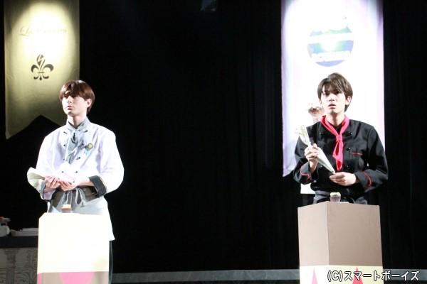 天見団護役の糸川耀士郎と埴井足人役の瑛さんが実際にカップケーキを作ります