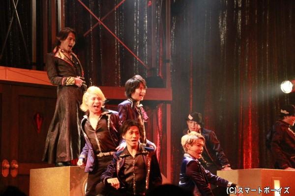 今回も美しい男子が歌い踊り、そして艶やかに女性たちを魅了します!