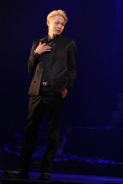 『~血闘!福岡中洲編』より、時桜役を演じる荒木宏文さん (c) 2013-2014 舞台「私のホストちゃん」製作委員