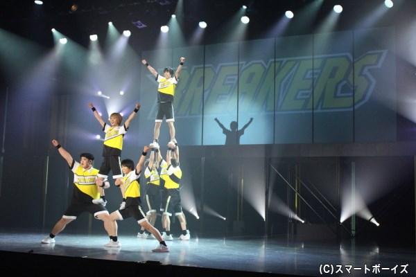歌、ダンス、映像、そしてチア! 会場が一体となる熱いライブパフォーマンスステージが誕生!!