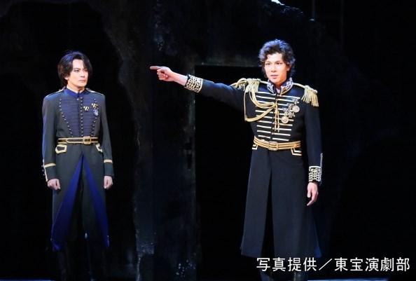 (左から)アンリ役の小西遼生さん、ビクター役の柿澤勇人さん
