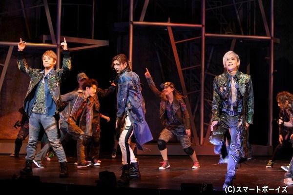 「世界の王」:(写真左から)馬場徹さん、古川雄大さん、平間壮一さん