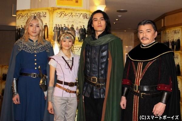 (写真左より)細貝圭さん、佃井皆美さん、蕨野友也さん、山本亨さん
