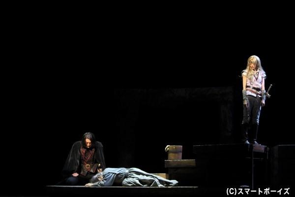 獄中での拷問が元で命をおとした養父・フェルナン伯爵の仇討ちを誓うウォル