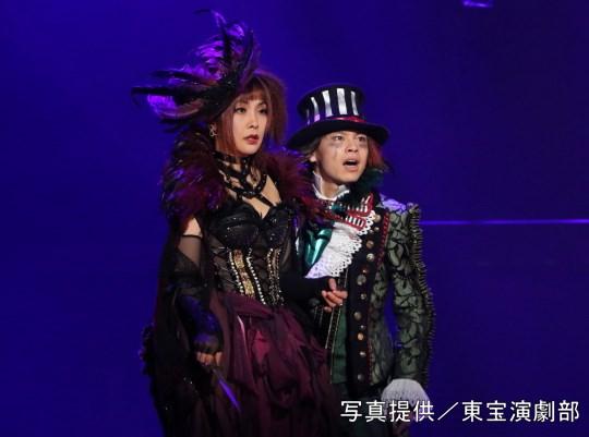 (左から)濱田めぐみさん、中川晃教さん