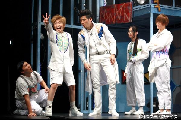 (左から2番目)途方もないバカなわんぱく少年・フラッシュ役の吉田仁美さん