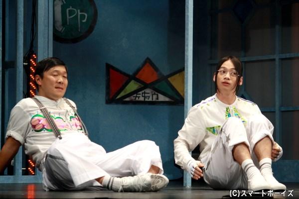 (左から)食いしん坊な中年・ホープ役のオラキオさん、美少女鑑賞が趣味のオタク青年・シャイン役の池田純矢さん