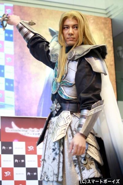 高い政治手腕を持ち、ロアーヌを治める侯爵・ミカエル役の中村誠治郎さん