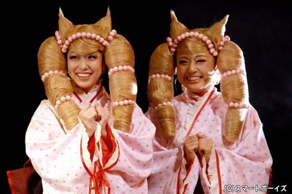 鬼灯役の富田麻帆さん(左)と雪洞役の椙山さと美さん