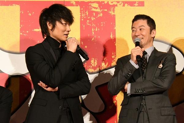 綾野さんと浅野さんとのラストのアクションシーンは3日間続けて撮影されたとのこと