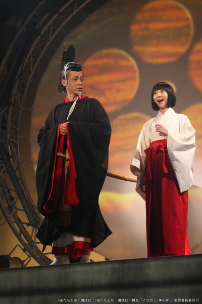 (左から)天神役の和泉宗兵さん、真喩役の吉田怜菜さん