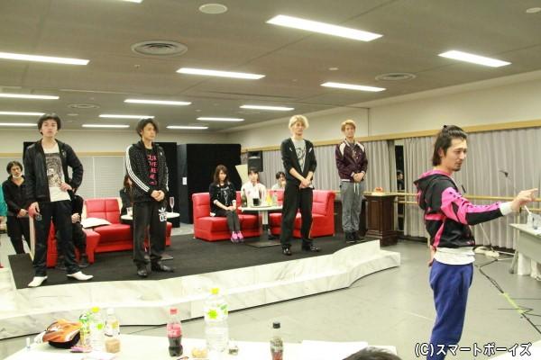 「JEWEL」オーナーを演じる窪寺昭さん(右から1人目)は、轟轟戦隊ボウケンジャー第23話に出演