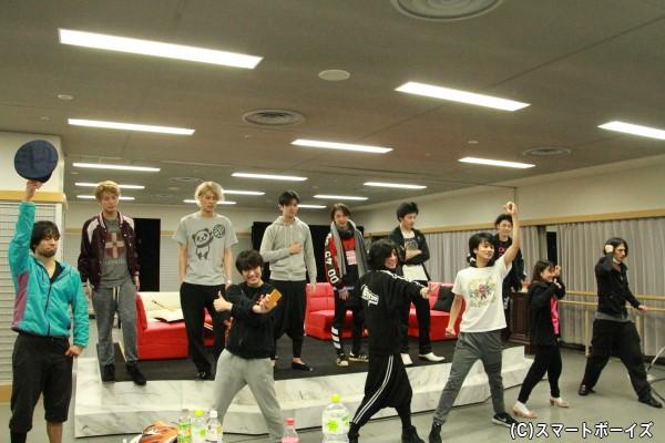 アフタートークイベントMCを務める松本寛也さん(後列左から4人目)も本編に出演します!
