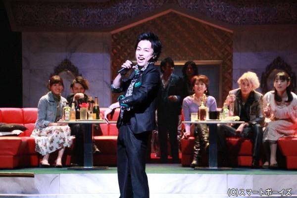 劇団バズーカがボディーガードする翠斗(鈴木さん)は、ホストクラブではご法度の手段を使ってでもNo.1を目指す