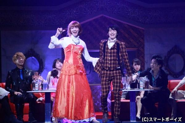 黄島(中村嘉惟人さん)と一緒にいるドレス姿の人は、なんと原役の聡太郎さん!