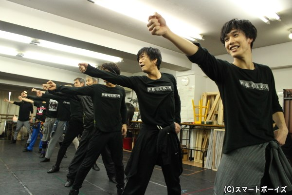 世代を超えて踊る楽しさに魅了されたメンバー。この楽しそうな笑顔ったら!