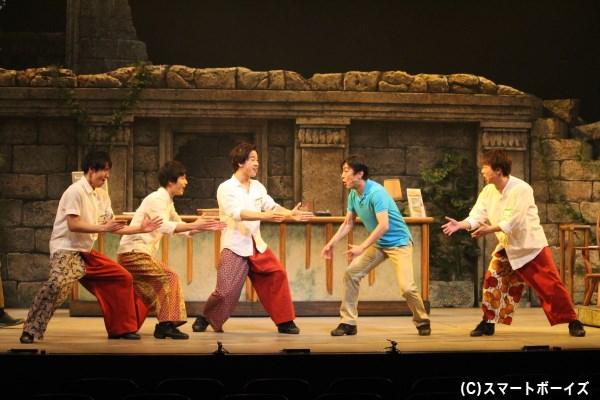 現地の若者に日本のギャグを教えてコミュニケーション……あるある(笑)