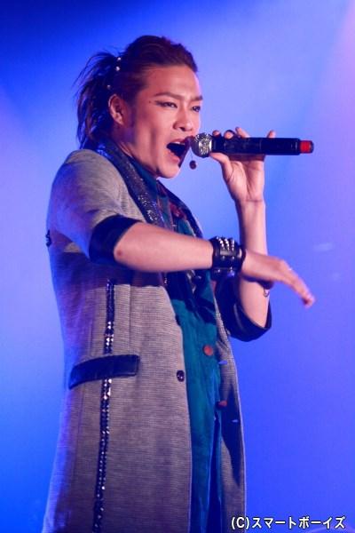 アルターボーイズのリーダー、マシュー役の東山義久さん