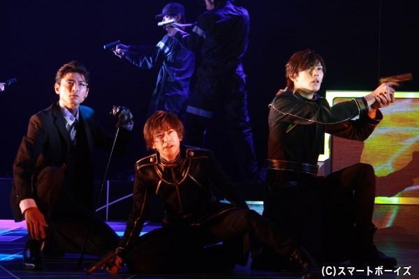 一嶋晴海(写真左・中原裕也さん)、黒子(写真右・小谷嘉一さん)も戦闘へ