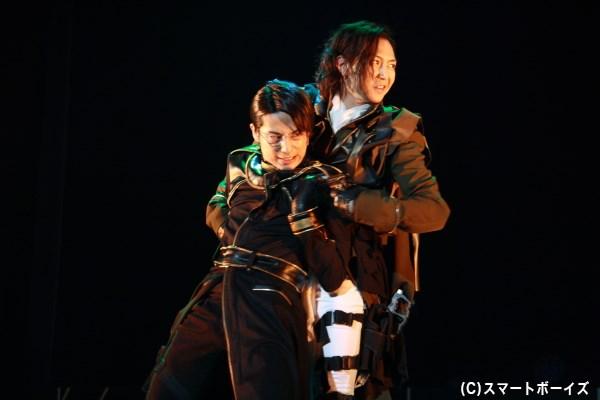 (写真左から)小暮洵役の橋本真一さん、サリュート役の山田ジェームス武さん