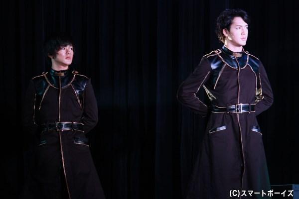 (写真左から)御池万夜役の長江崚行さん、柚木小太郎役の山沖勇輝さん