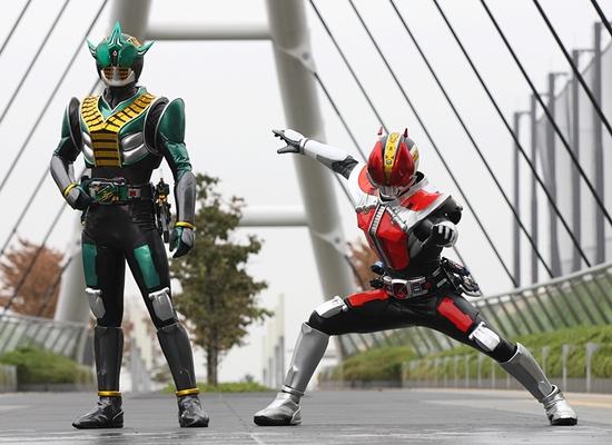 (右)仮面ライダー電王、(左)仮面ライダーゼロノス