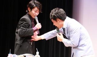 せとさんに自らの腹筋を触らせる木村さん