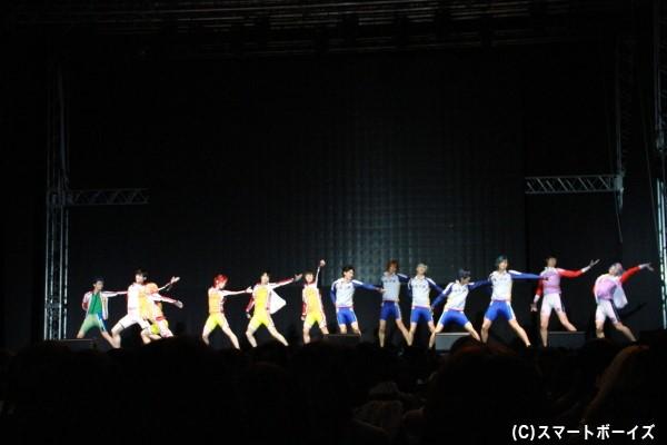 登壇者13人による「ヒメのくるくる片思い」を生披露!