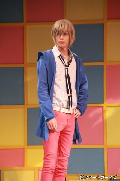 小野健斗さん演じる多賀敦史は、華すみ荘の住人で夏歩のことを必要以上に嫌う
