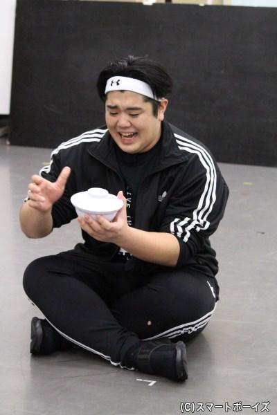 ジャイアン役の皇希さんは丼(どんぶり)がよく似合います(笑)