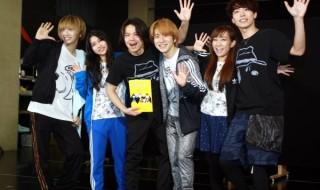 (左から)古田一紀さん、田野優花さん(AKB48)、中川晃教さん、村井良大さん、高垣彩陽さん、東山光明さん