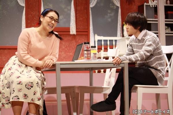藤崎由莉(白鳥久美子さん)は、弟の夕祐(樋口裕太さん)と乙女ゲームの企画書を作り始め…
