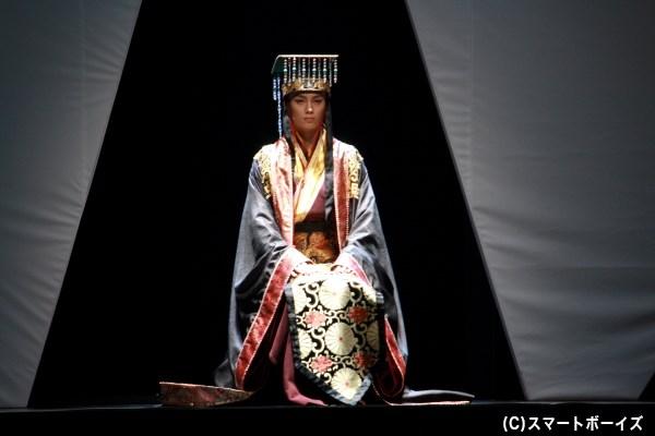 劉邦・項羽らが属する楚は、懐王(小野健斗さん)を傀儡の王に立て秦を侵略していく