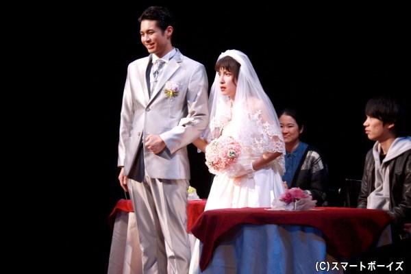 丸尾丸一郎さんによる初コメディ、史上最低な結婚式を通した家族再生の物語
